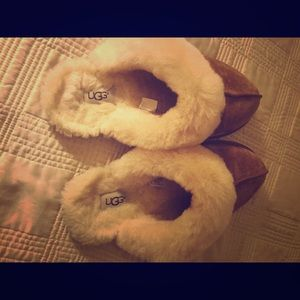 Women's UGG slippers, size 10